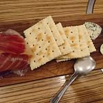 豚工房 どんぐり - 生ハムとチーズのハーフ&ハーフ