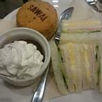 91857159 - オリジナルスコーン、英国風サンドイッチ