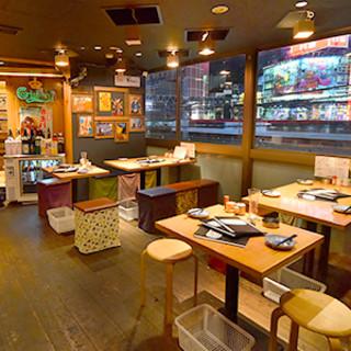大都会・新宿の夜景を肴に一杯♪モダン空間で楽しいひとときを