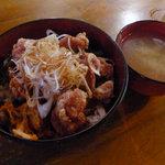 じぃえんとるまん - ランチの唐揚げ丼(みそ汁付き)