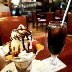 珈琲館 くすの樹 - チョコレートパフェときららアイスコーヒー