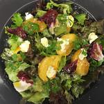 季節のフルーツとハーブのサラダ