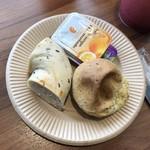 品川プリンスホテル - ◆セサミパンとベーグルを。どちらもミニサイズ。