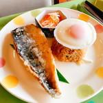 OIC食堂 - 「C(550円)」は「鯖の唐揚げ ナンプラーソース」