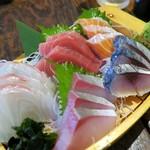 中野ウロコ本店 - 鮮魚5点盛り¥1699