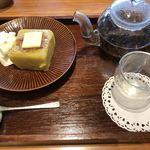 築地本願寺カフェ Tsumugi - 芋ようかん和三盆ブリュレとバランス茶