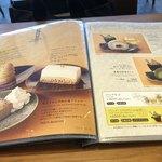 築地本願寺カフェ Tsumugi - ロールケーキは、堂島ロールです。