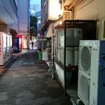 """91876101 - 目抜通りを一本入った路地裏に、""""西尾さん""""はあった♪"""