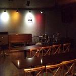 オルガンジャズ倶楽部 - ライヴ会場にもなる空間です、正面中央にハモンドオルガンがあります