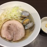 menyaryuu - 塩ラーメン750円別皿でニンニクとショウガの薬味が。