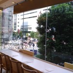 ロクシタン カフェ バイ ピエール・エルメ - スクランブル交差点に面しています