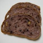美味しいパンの研究工房 つむぎ - 料理写真:黒米カンパーニュ (ハーフ)(3/10カット後)