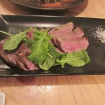 路地裏のShiki - お肉の2品目は和牛ロースステーキ。  此方は添えられた山葵と岩塩でいただきました。