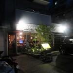 路地裏のShiki - お店は大正通りにある秋本病院から入った路地にあります。