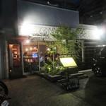 路地裏のShiki - 名前の通り大正通りから少し入った路地にあるレストランです。