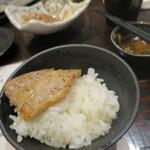91885261 - ご飯にのせてモリモリ食べてしまった!(2018年8月)
