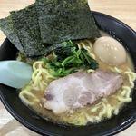 91886744 - ラーメン(醤油豚骨、太麺)、味玉