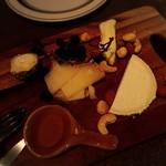 喃喃 - チーズ4種 ¥1,500