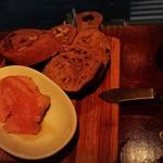 喃喃 - 自家製パン ¥350レバームース ¥500
