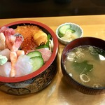 地魚料理 すし活 - 料理写真:特上ちらし