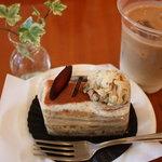 スイートファクトリー ケイ - アールグレイの紅茶ケーキ380円&アイスオレ300円