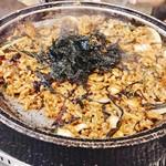91891738 - シマ腸の脂がだいぶん出て9割がた食べ終わればもちろんポックンッパ!!