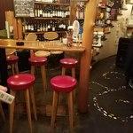 ワイン食堂 久 - 奥のテーブル