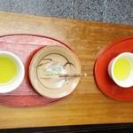 梅園 - 無料サービスのお菓子とお茶