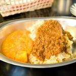 楽 - セットメニュー 野菜カレーとひき肉カレー