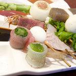 オリオ - えび、三つ葉のきす巻き、じゃがいも、にら、うずらたまご、アスパラ、えびのしそ巻き、白身魚、こんにゃく