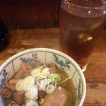 やきや - 煮込(玉子入)¥320と、ウーロンハイ¥280