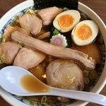 白河手打中華そば 大志 - 料理写真:チャーシュー麺大盛り 味玉付き