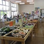 小海町農産物加工直売所 - 農産物売り場