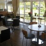 小海町農産物加工直売所 - 丸いテーブル席