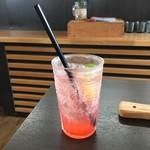 桃の農家カフェ ラペスカ - 桃のソーダ水
