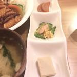 洋食堂 はなや - 小鉢三点盛り 大根漬物、ゴーヤチャンプル、高野豆腐煮