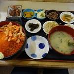朝市の味処 茶夢 - 鮭親子丼1600円(税抜)