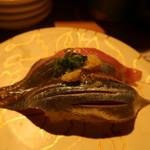 廻鮮寿司 塩釜港 - 初物生秋刀魚(北海道):400円