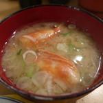 廻鮮寿司 塩釜港 - 海老汁:たぶん150円
