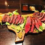 380肉酒場エビス - ステーキ盛り合せ 牛さんプレートでモォ〜♪