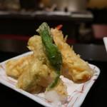 隠れ房 - 海老2本、南瓜、茄子、ししとうの天ぷら盛合せ