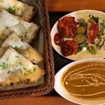 天竺薬膳 北印度料理 みらん - Cランチ(チキン)+ガーリックナン