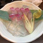 つりや - 三重産カンパチ刺身。つりや(滋賀県大津市)食彩品館.jp撮影