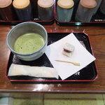 マエダセイカ 羽二重餅の古里 - 抹茶と羽二重餅のセット 500円