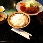 ソワール - 料理写真:手づくりハンバーグ ¥850