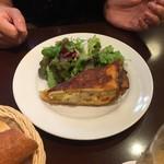 フレンチカフェレストラン 神楽坂 ル コキヤージュ - 前菜のエビとアボカドのキッシュ(^∇^)