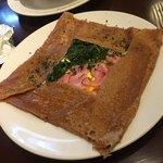 フレンチカフェレストラン 神楽坂 ル コキヤージュ - 卵、チーズ、ベーコン、ほうれん草のガレット(^∇^)