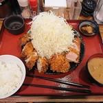嬉嬉豚とんかつ 君に揚げる - ヒレかつ&肉巻きメンチ(キャベツちょい大盛)