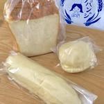 サパンジ - 食パン(¥273) 白い牛乳パン(¥176) 他クリームのパン