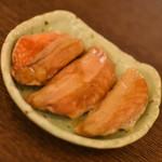 サケトアテ 珍念 - 鮭のへそ燻製(500円)2018年8月